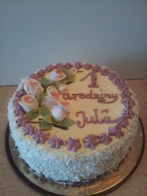 Tradycyjny tort urodzinowy